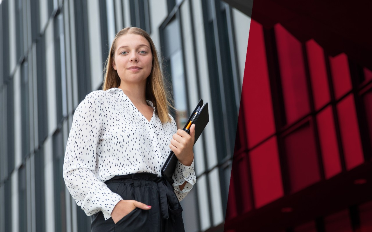 Leslie Hayes speaking to a group of Lindner students about the Network of Executive Women Cincinnati Chapter at the 2018 Dress to Impress career event.